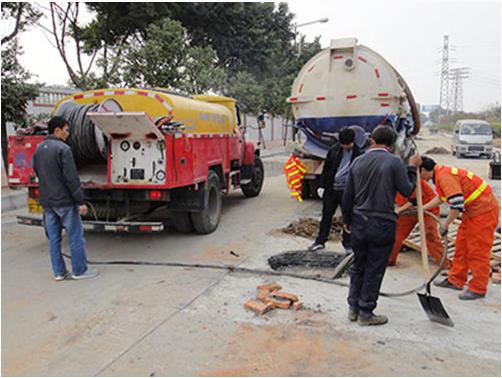 工业管道疏通的管道因管道大小用的疏通机